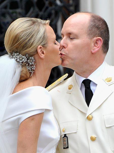 Albert Und Charlene Gelang Eine Marchenhafte Inszenierung Wunderweib Prinzessin Charlene Royale Hochzeiten Heiraten