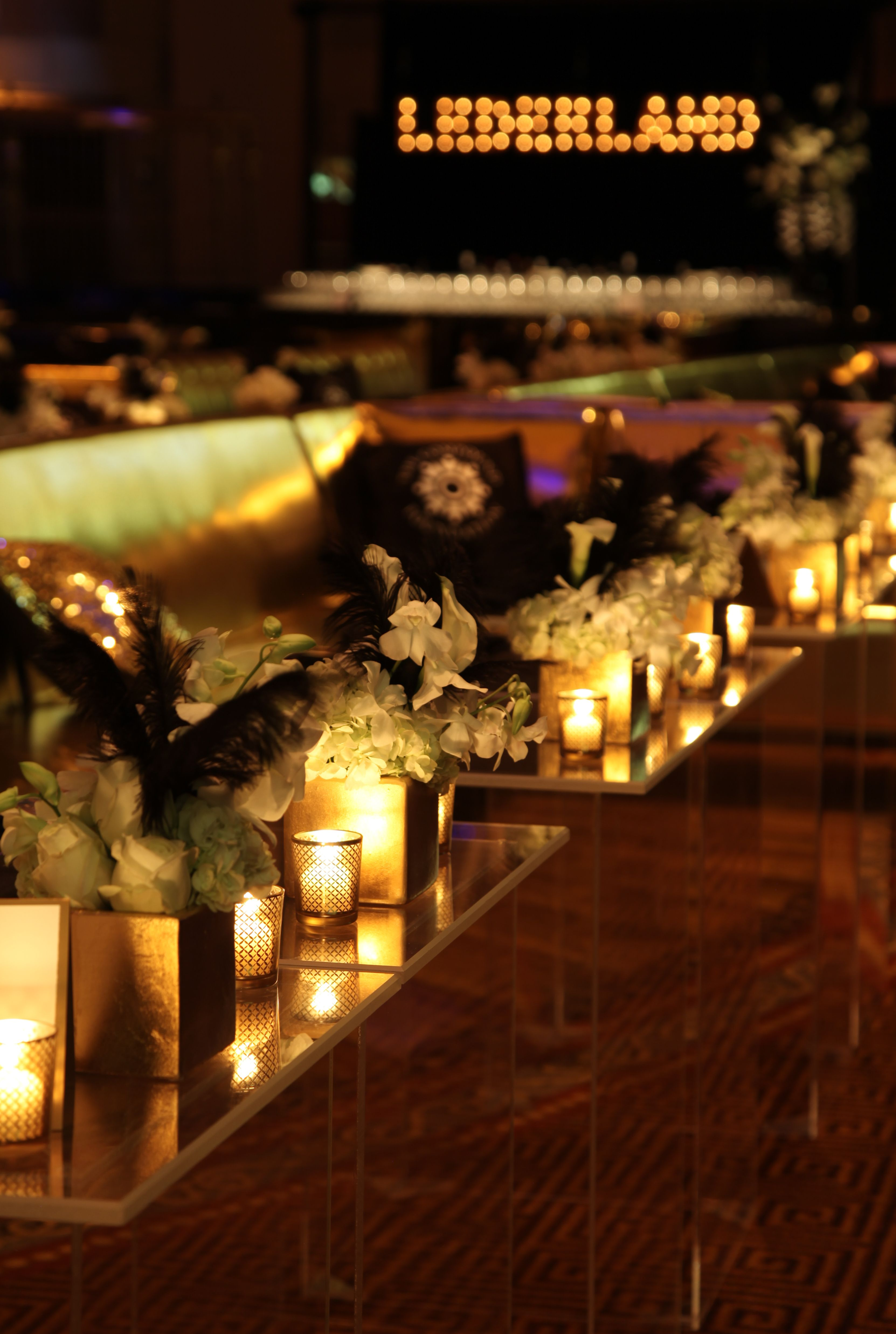 Compound Foundation 2014 Fundraising Gala at Gotham Hall by Lindsay Landman Events. Photo by Gustavo Campos #LLEvents #GatsbyGala #CompoundFoundation #Lederland #Tablescape #Floral #Arrangement #Table #Decor