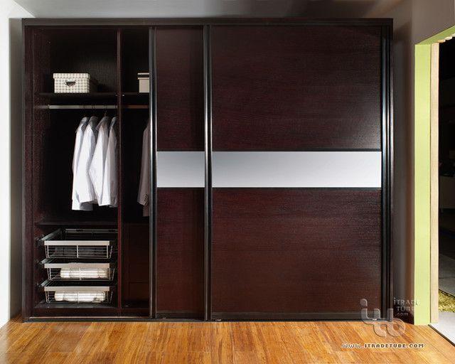 Closets modernos de madera y espejo for Roperos para dormitorios