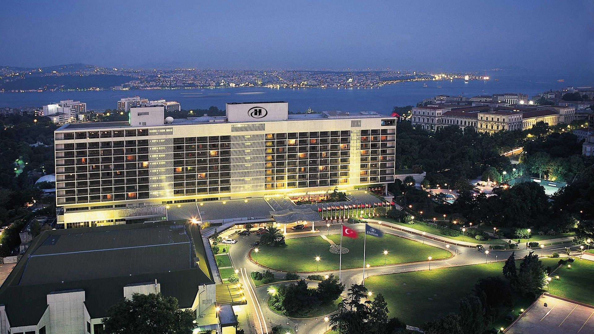 Hilton Istanbul Is An Istanbul Landmark In The Heart Of The City In Beautiful Gardens Overlooking The Bosphorus Hilton Istanbul Istanbul Hotels Istanbul Hotel