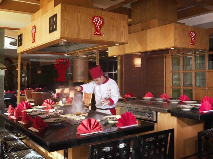 Benihana Al Bustan Rotana Dubai American Japanese Teppanyaki Restaurant Enjoy Authentic Japanes Teppanyaki Restaurants Buffet Restaurant Japanese Steak