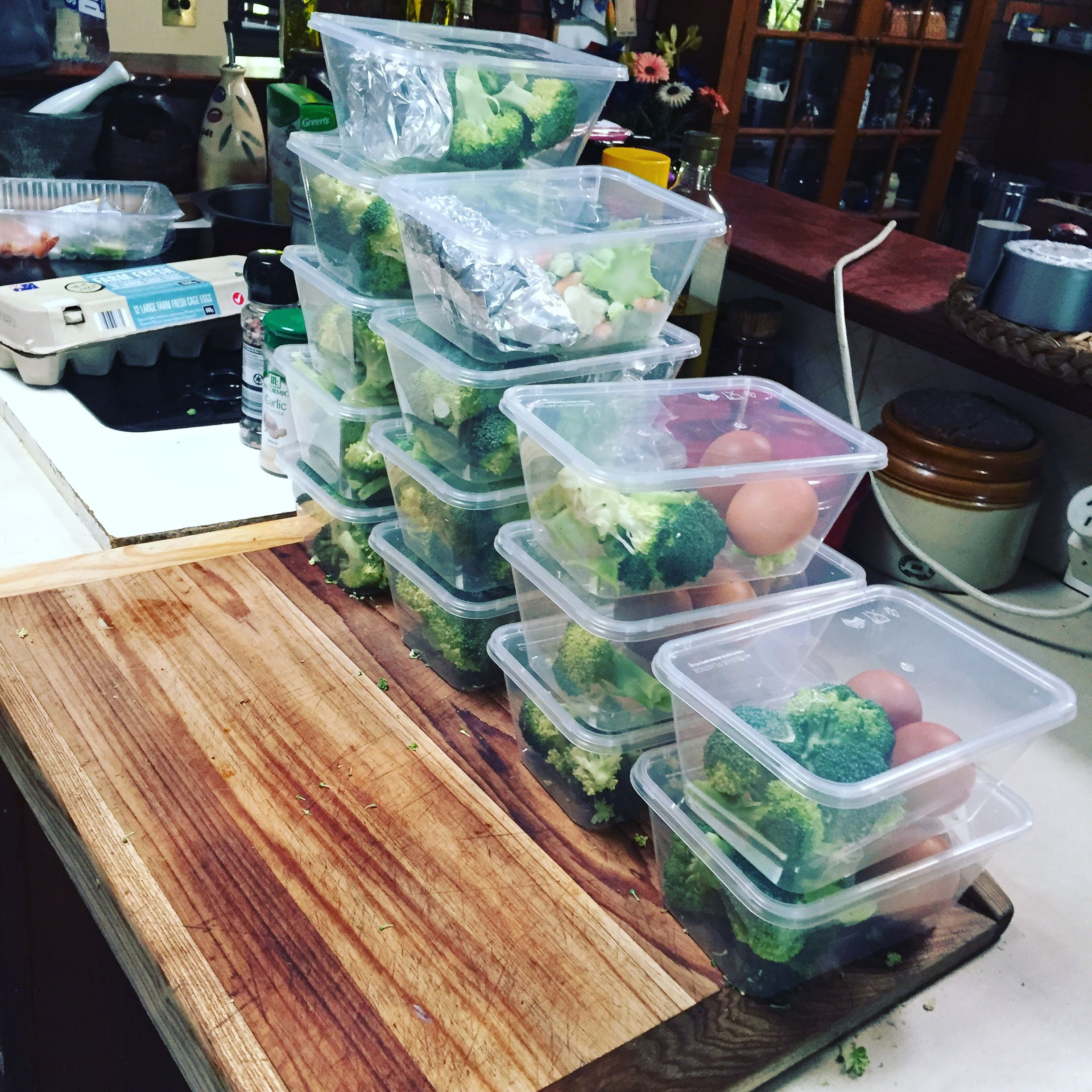 Herbed chicken with brocoli meal prep! For the next two weeks! Also mixed up the protein with 2 eggs 😊