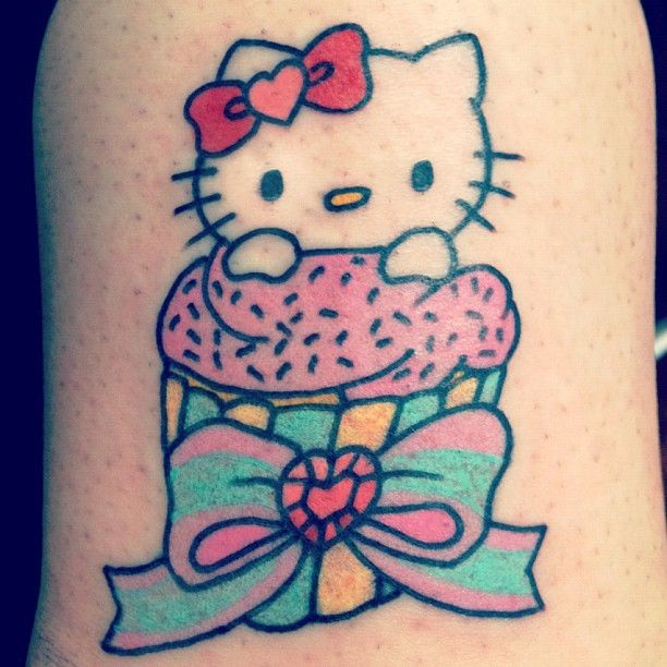 0d760be24 Hello Kitty cupcake tattoo with gem heart - what's not to like ...