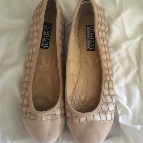 Light pink/tan flats NEVER BEEN WORN! In excellent condition. Size 8 flats Shoes Flats & Loafers