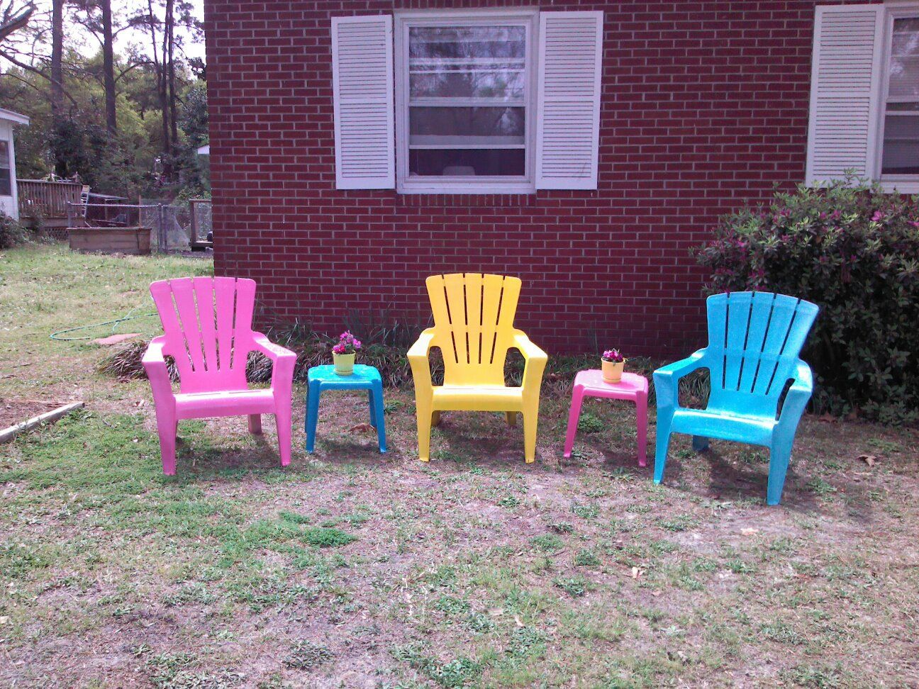 plastic colored lawn chairs. old resin lawn chairs.colorful spray paint.new spring cuteness!! love this! @sara dodson | repurposed! pinterest painting, and plastic colored chairs r