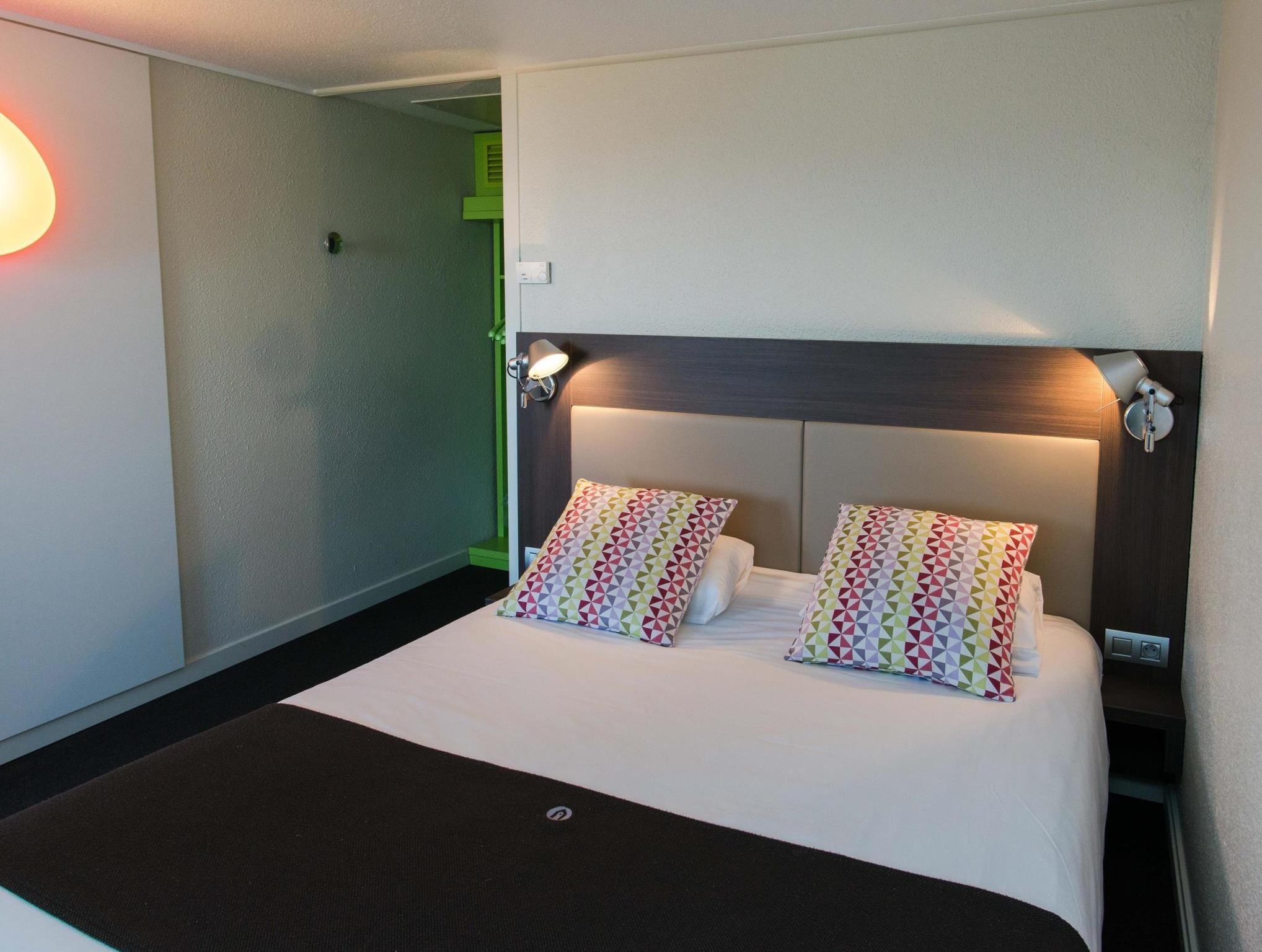 Campanile Agen Hotel à Agen Home Decor Furniture Hotel