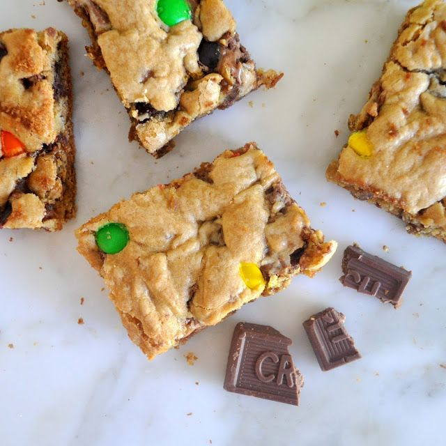 Here is the recipe for these soft and gooey, rich and intense, dangerous cookie bars. Every bite is exploding with everything you love about leftover Halloween chocolate candies. You can make it as fun or as simple as you wish.