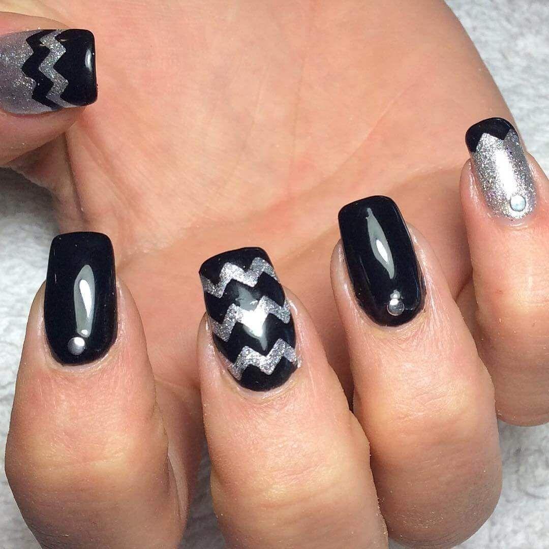 decoracion de uñas negras con plata #uñasnegras # ...