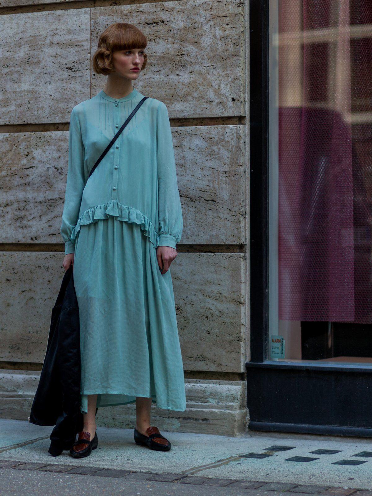 Sommerkleid mit langem Arm   Sommerkleid, Kleider, Fashion week