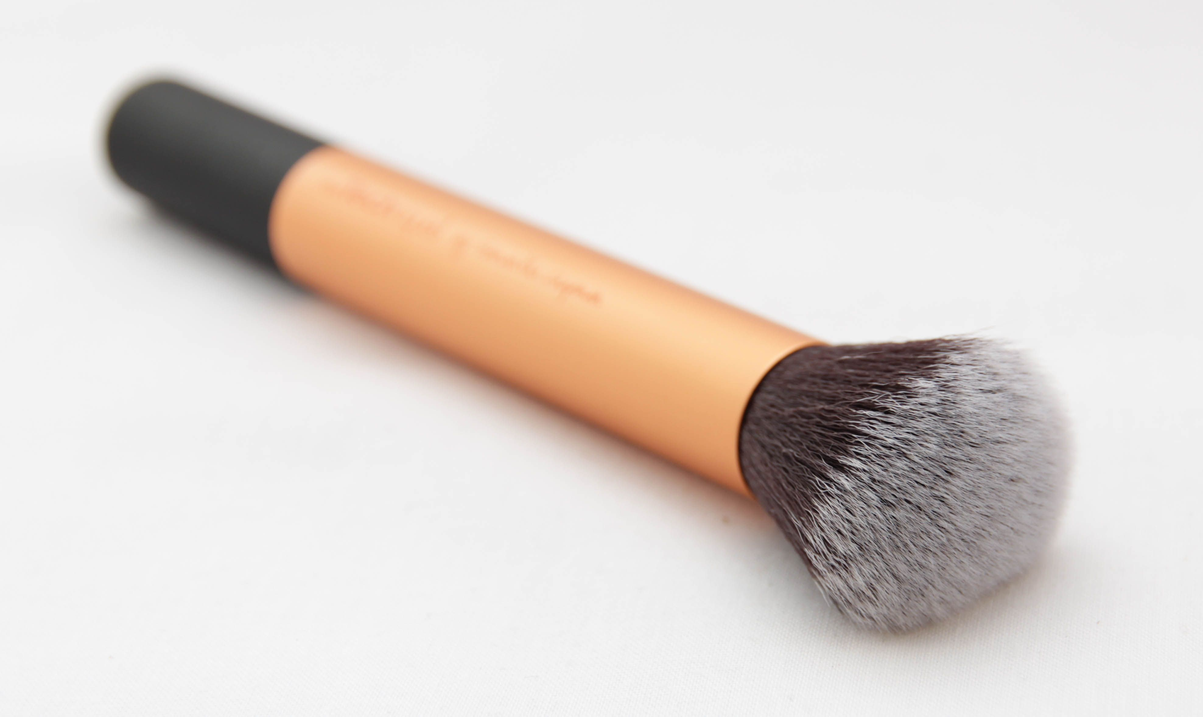 Difference Between A Stippling Brush & Buffing Brush (With