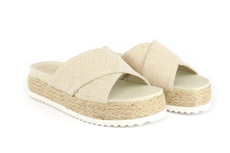 e65c7a71758f6 Chinelo sandália plataforma de tiras cruzadas, feito em tecido com solado  com corda de juta