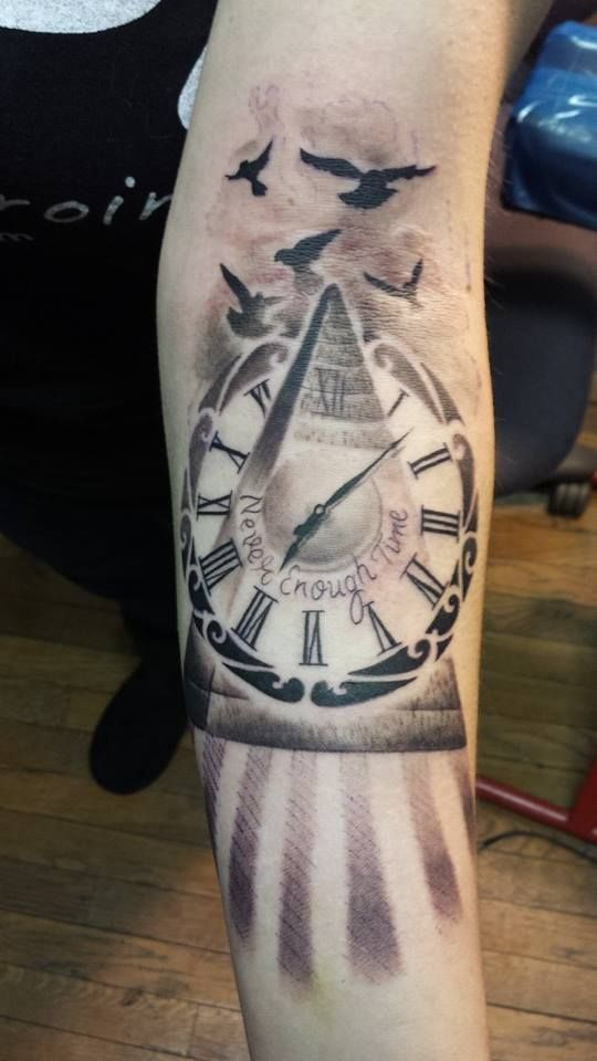Classic-Pyramid-Clock-Tattoo-On-Forearm.jpg (540×960)