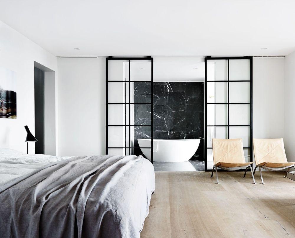 Glazen (industriele) en-suite deuren indien badkamer op helft v/d ...