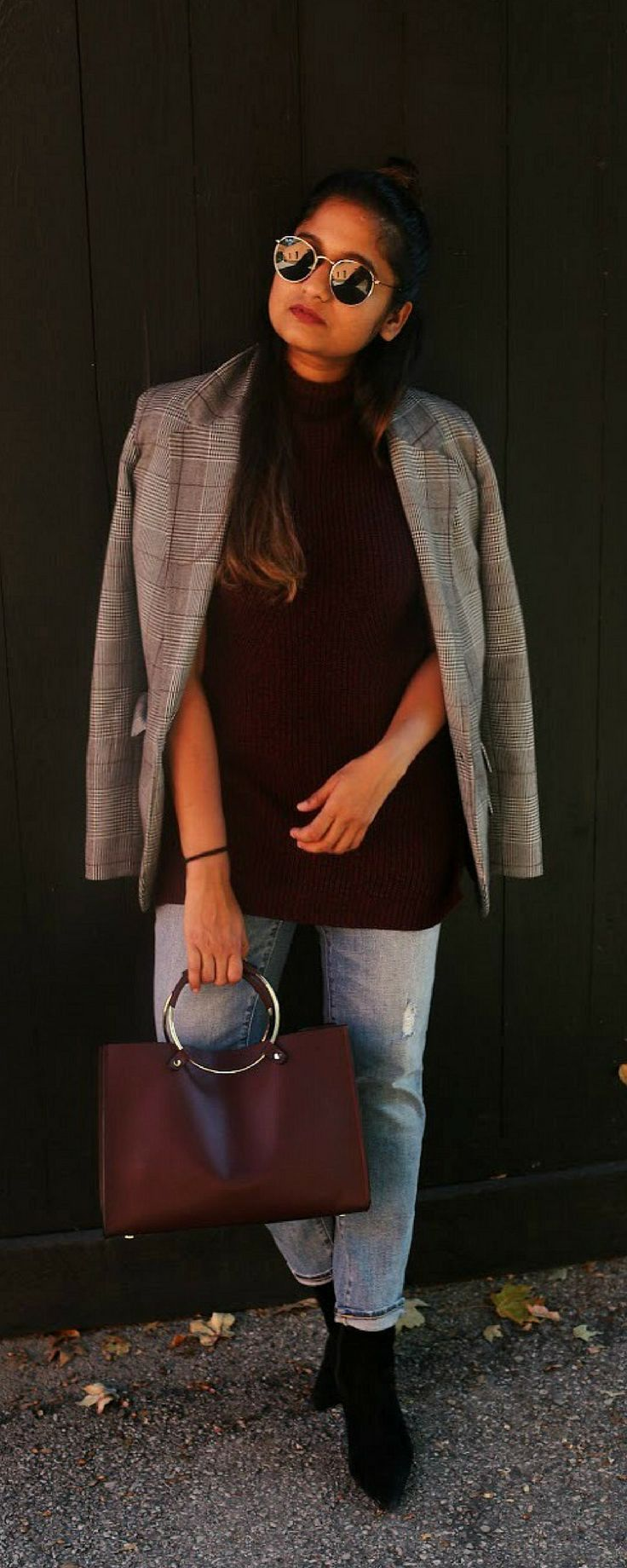 Sleveless turtleneck sweater plaid blazer girlfriend jeans and