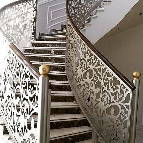 Pin By Mohammed Alsyabi On بوابات حديد فورفورجيه وليزر Steel Door Design Staircase Railing Design Stair Railing Design