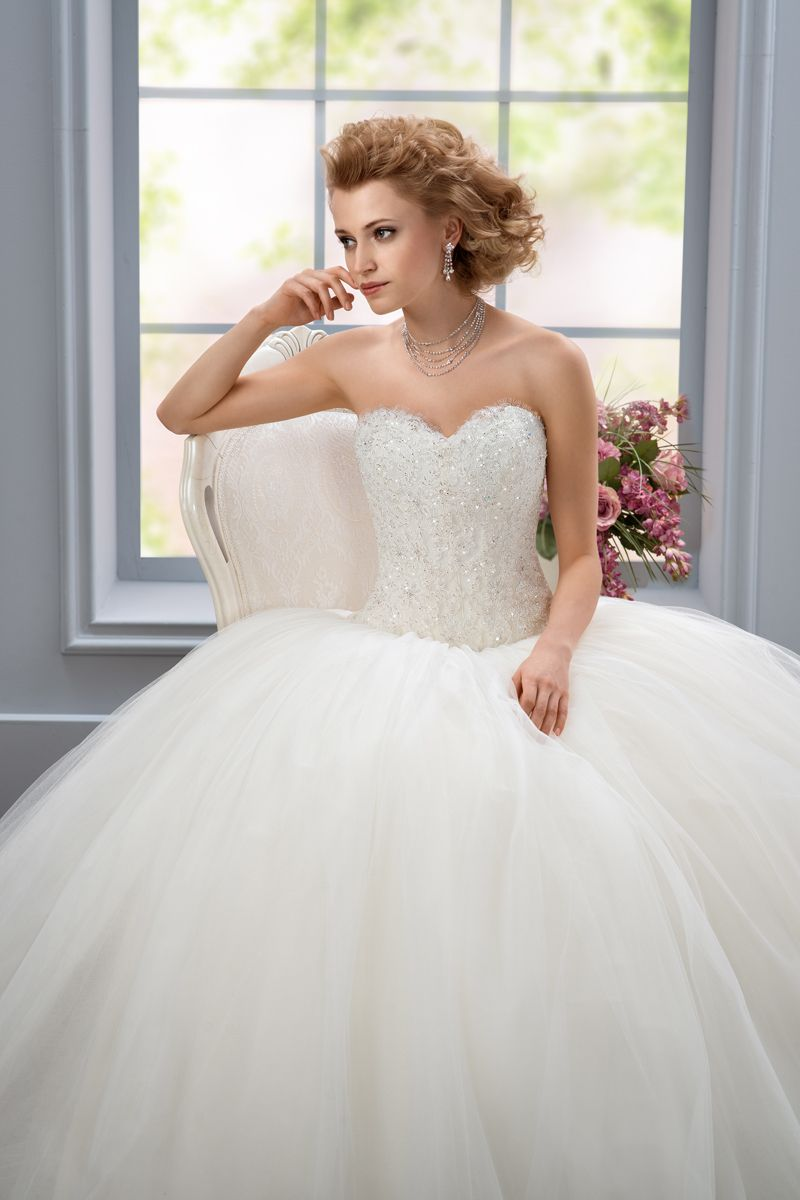 Clementiafront Sitting Affezione Wedding Dresses: Haute Couture Wedding Dress Sitting At Reisefeber.org