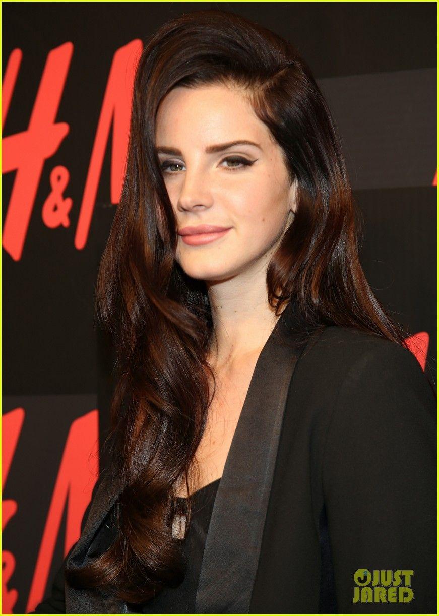 Lana Del Rey Dark Red Dark Hair Hair Color Dark Curly Hair Styles