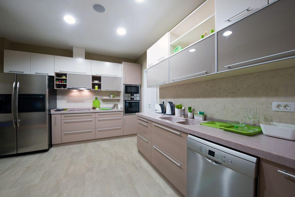 Keukenvloeren moeten praktisch zijn en goed schoon te maken zijn. Met een betonverf kunt u een vloeistofdicht oppervlak maken wat goed schoon te maken is.