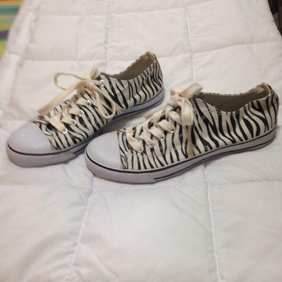 SODA SNEAKERS SODA ZEBRA PRINT LADIES SNEAKERS NWOT LADIES SIZE 8 Soda Shoes Athletic Shoes