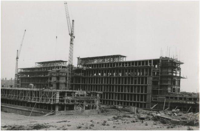 1957, het nieuwe rode kruis ziekenhuis in aanbouw. d7dc4b83-b092