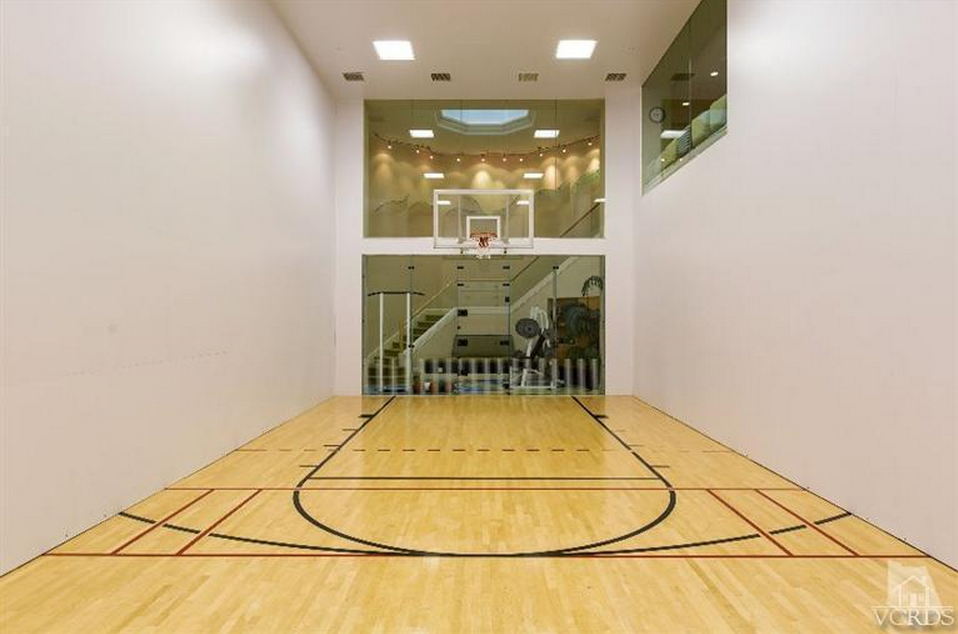 Indoor racquetball basketball court homeentertainment for Home indoor basketball court cost