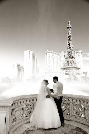 Beautiful B W Belagio Vegas Wedding Las Vegas Weddings Vegas Wedding Vegas Wedding Photos