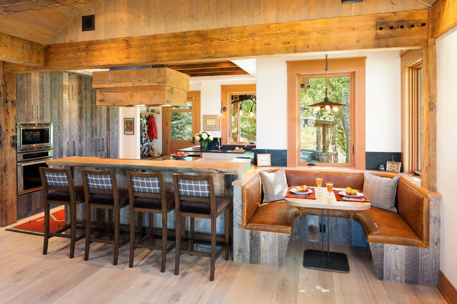 Rustic farmhouse with views over yellowstone river lazy heart ranch