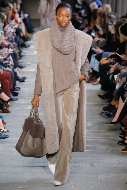 60691fc16b Max Mara Autumn Winter 2017 Ready to wear Collection