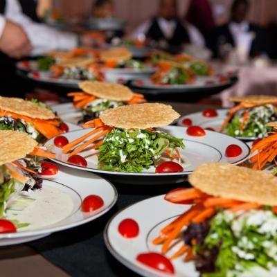 Mixed greens salad with Balsamic vinegar and a parmesan crisp | David De Dios Photography | villasiena.cc