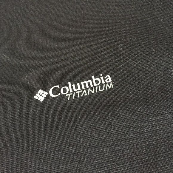 """COLUMBIA workout shirt :) Like new, hardly worn, and no stains! So comfy for working out in and it's """"omni-wick"""" :) Columbia Tops Tees - Short Sleeve"""