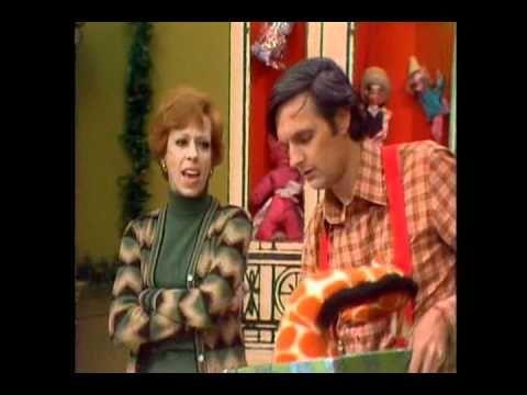 Carol Burnett and Alan Alda Christmas Special Duet ▷ The Carol ...