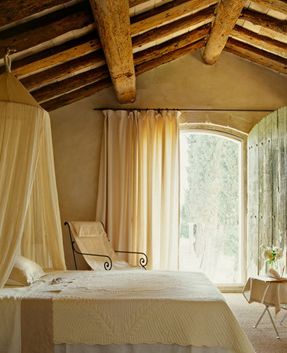 Exposed ceiling beams 12 warm and rustic rooms with - Camera da letto rustica moderna ...