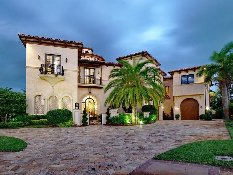 I Have Always Wanted My House And It S Front Entrance To Look Like This Love The Trees I Ha Mediterranean Style Homes Mediterranean Homes Spanish Style Homes
