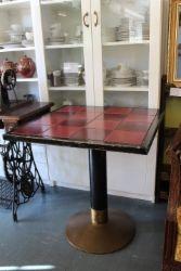 Laattapöytä, rauta-messinkijalka | Asadon Aarteet - Osto- ja myyntiliike