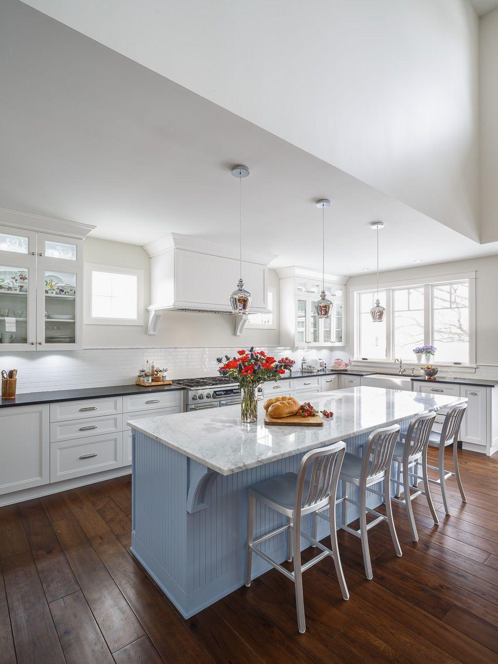 Tradtioanal White Kitchen Design Calacatta Marble Countertop Light ...