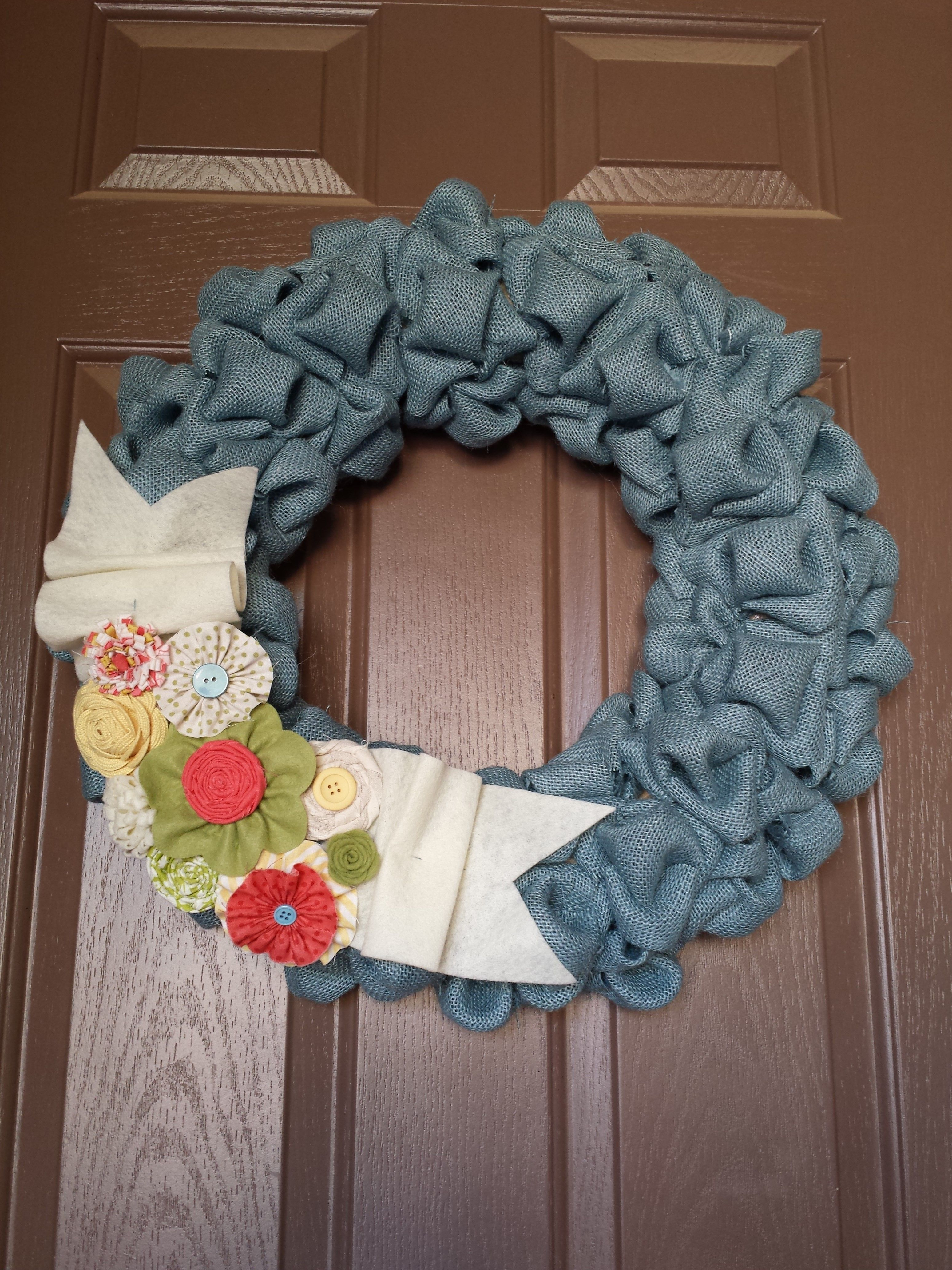 I've been wanting to make a candy cane wreath with some red and white burlap I had. I didn't like the small foam candy wreath forms. I decided to use a pool noodle.
