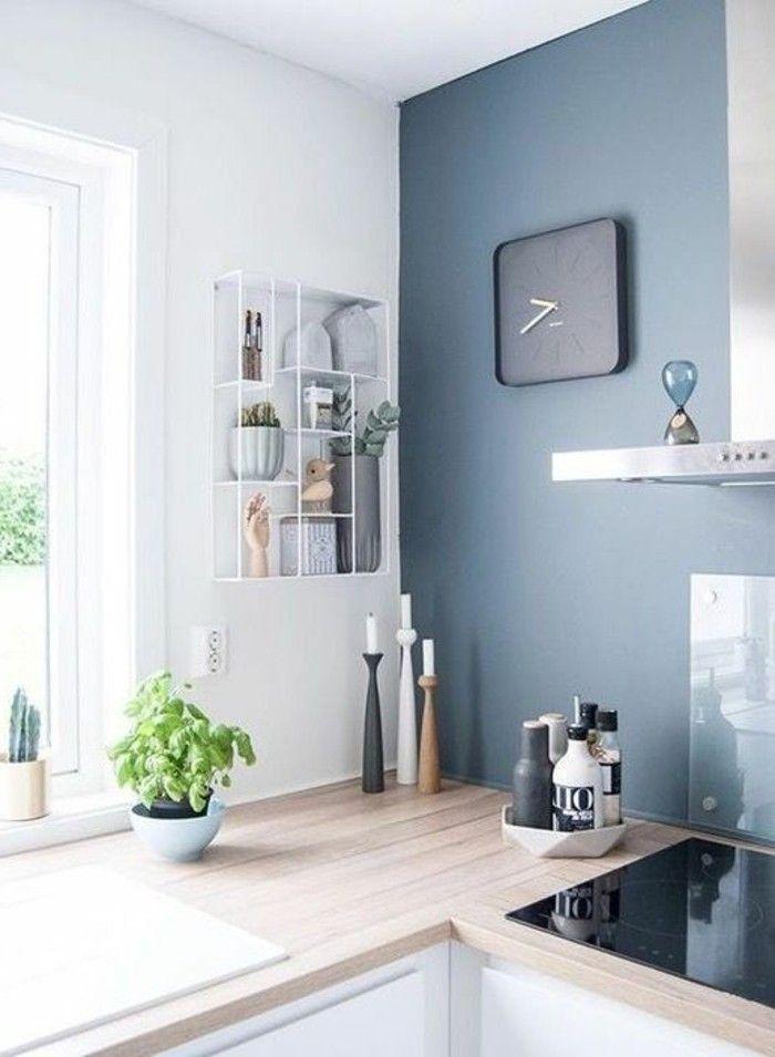 Wohnungdeko Grüne Pflanze Wanduhr Regal Kerzen Ofen Fenster