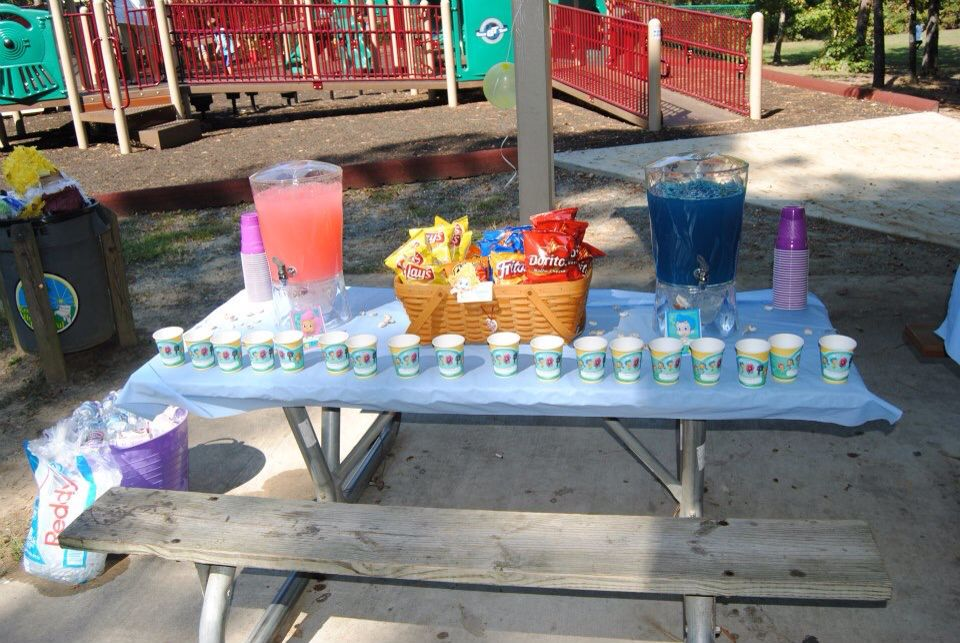 Bubble Guppies drink table