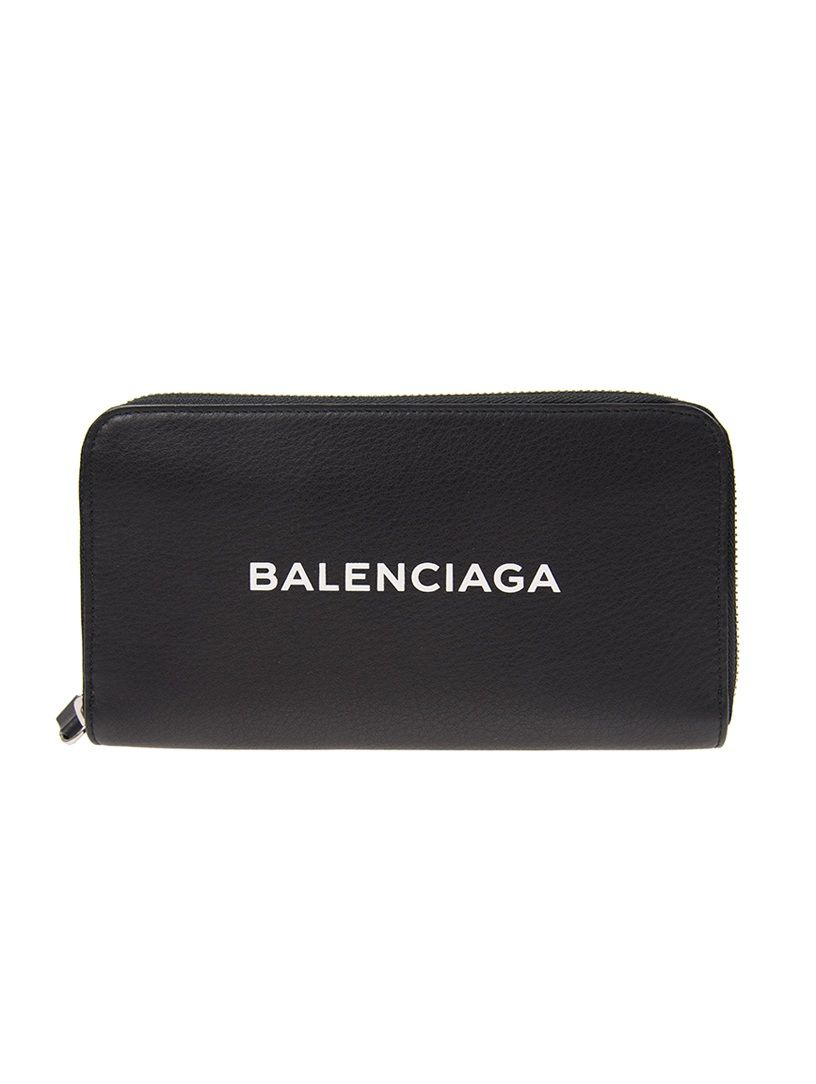 2566537f0825 BALENCIAGA . #balenciaga   Balenciaga in 2019   Balenciaga ...