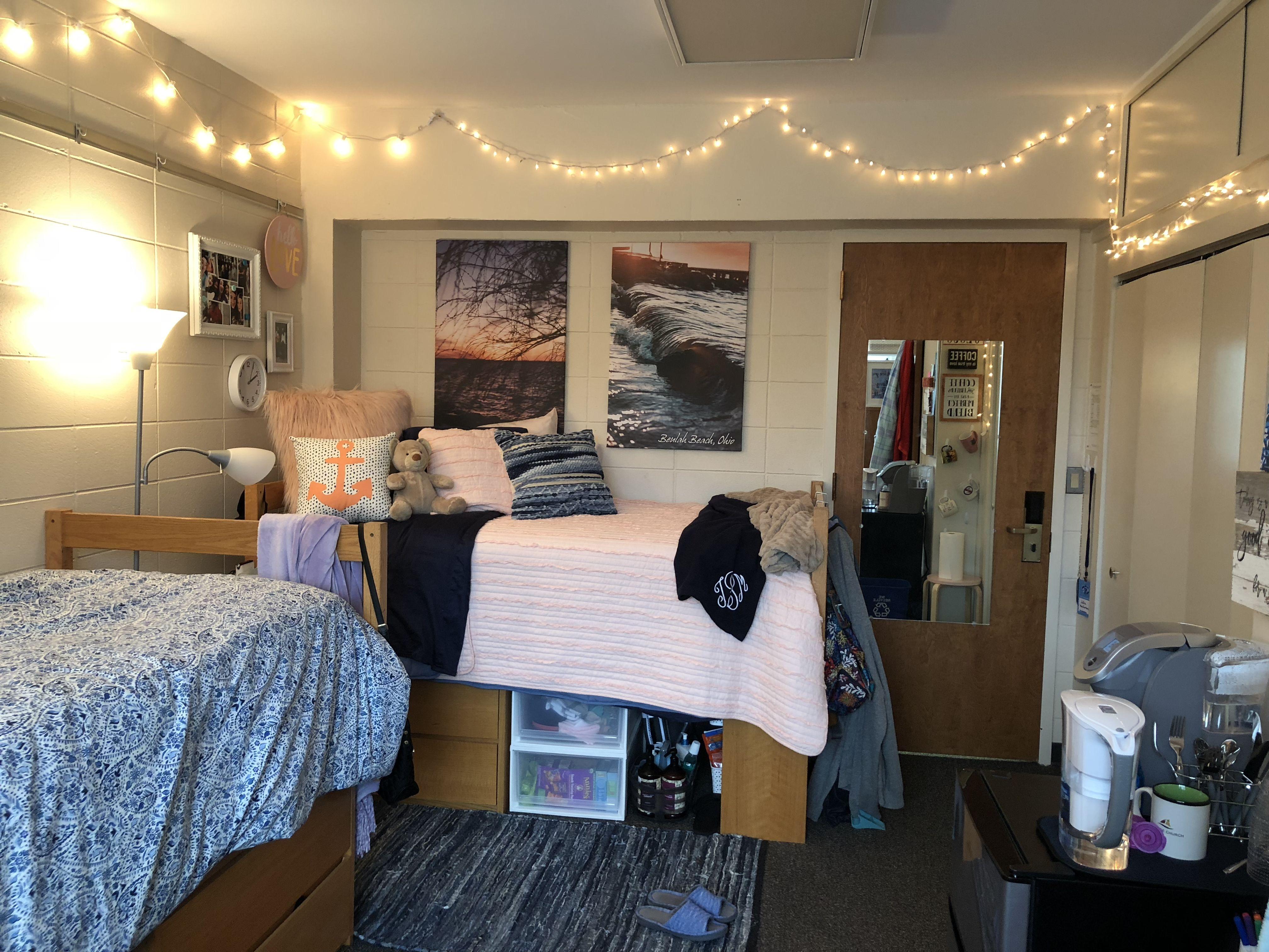 Wheaton College Freshman Dorm Room College Dorm Rooms Cool Dorm