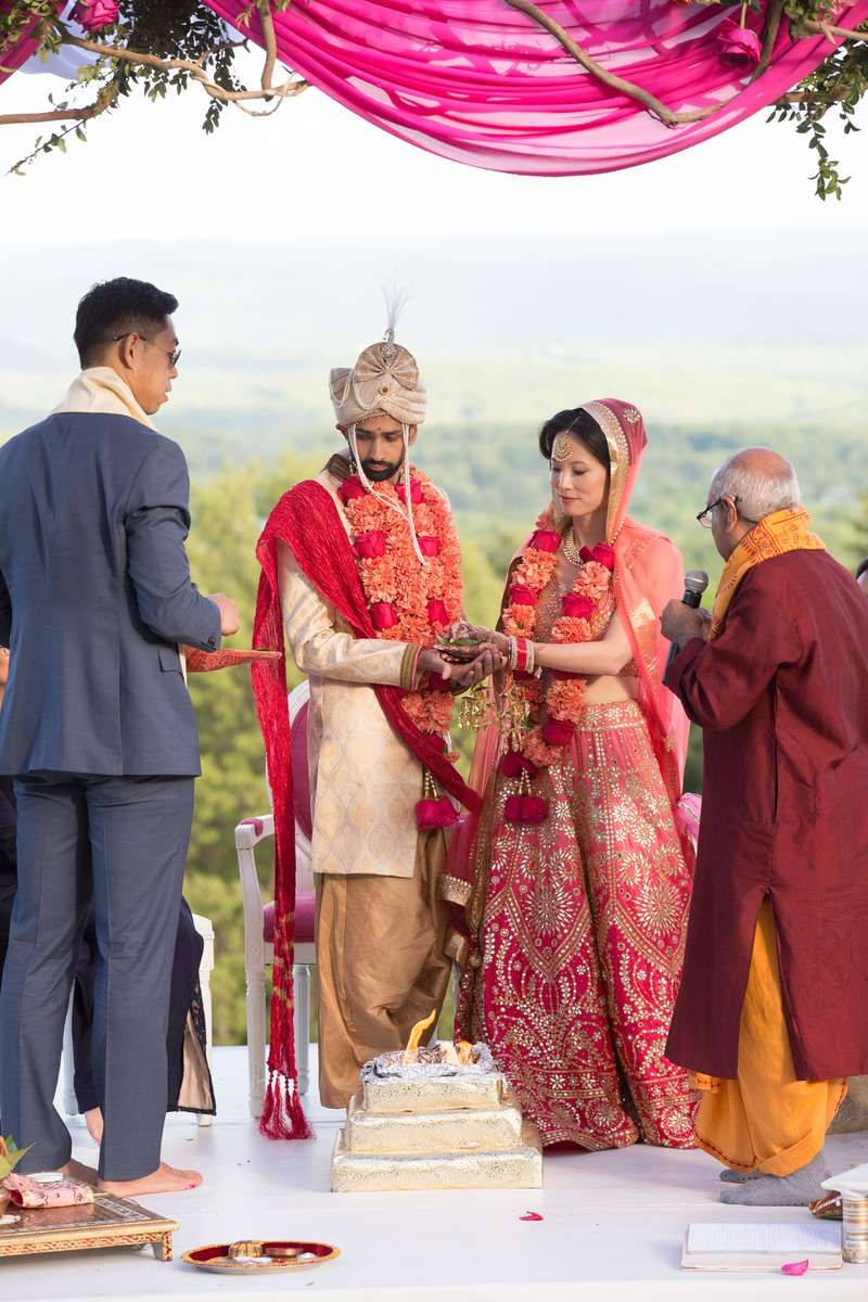 15 Hindu Wedding Ceremony Traditions You Need To Know In 2020 Hindu Wedding Ceremony Hindu Wedding Wedding Rituals