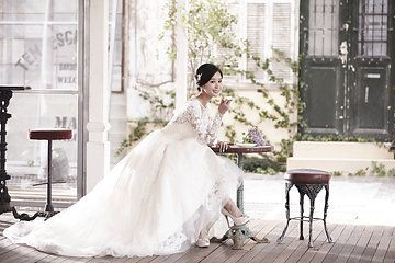 Pre-Wedding Photoshoot by 더써드마인드 The Third Mind | Wedding Dresses by Marie Belle Couture & Galia Lahav Haute Couture | Makeup & Hair by 김선진 끌로에 Kim Sun Jin Chloe