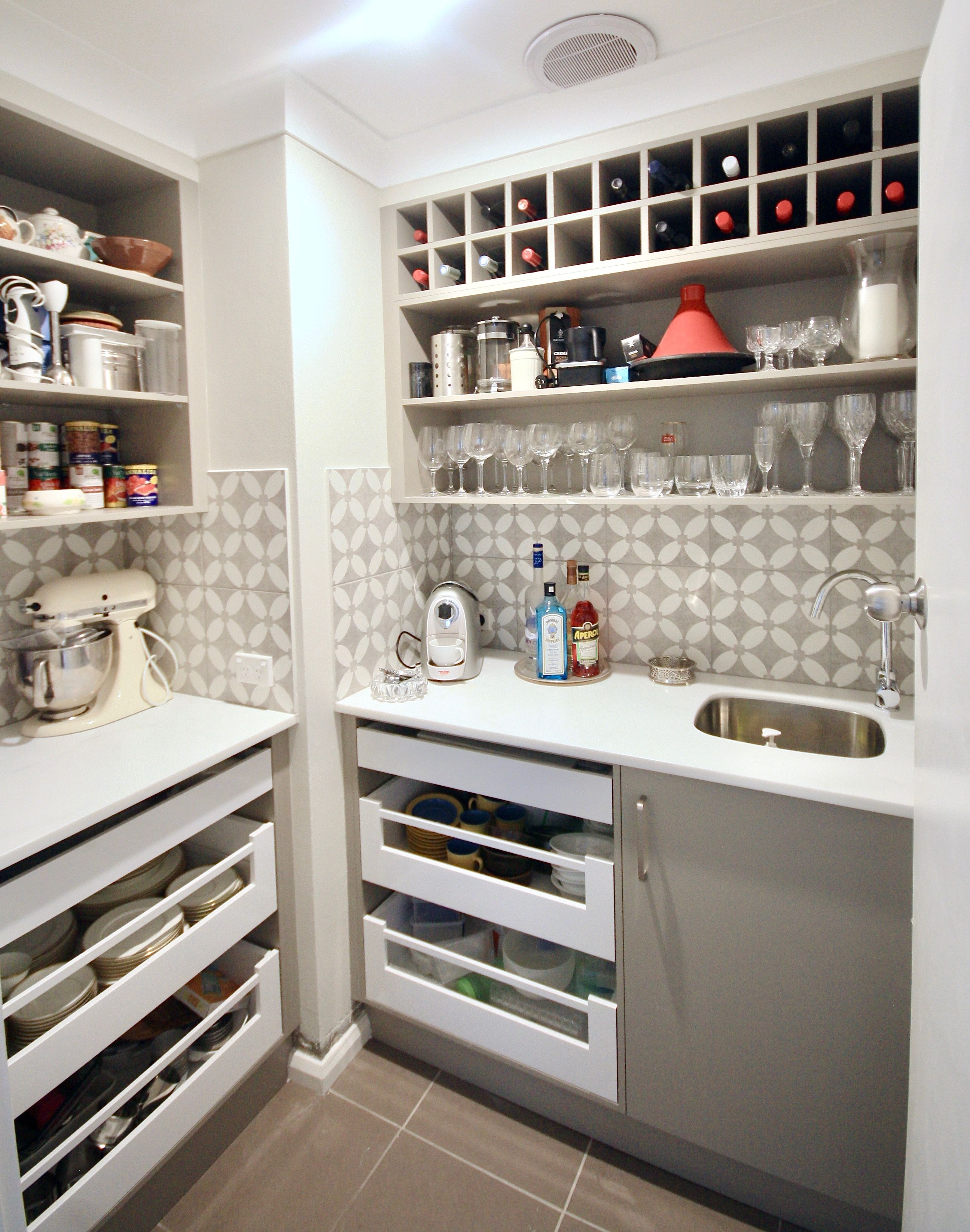 BUTLERS PANTRY / BAR - Custom built butlers pantry with a ...