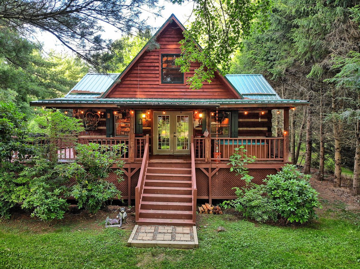 Our Riverfront Valle Crucis Log Cabin Rentals Provide Cozy North Carolina Mountain Lodging Valle Crucis Cabin Renta Cabin Shed To Tiny House Nc Cabin Rentals
