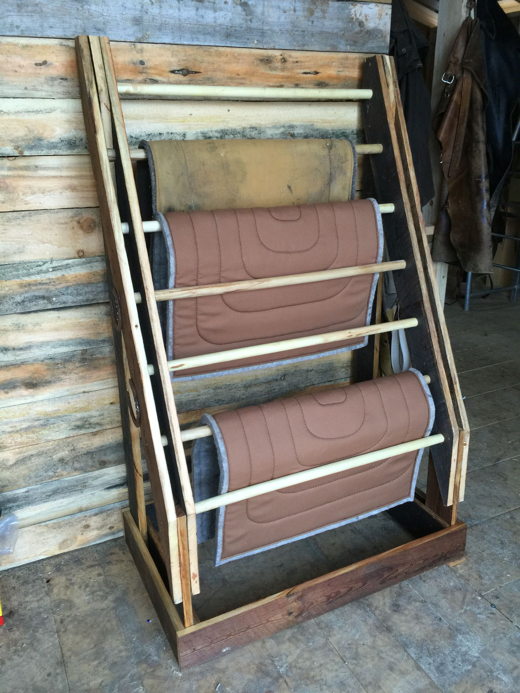 SHOWMAN Wall Hanging Selle Rack