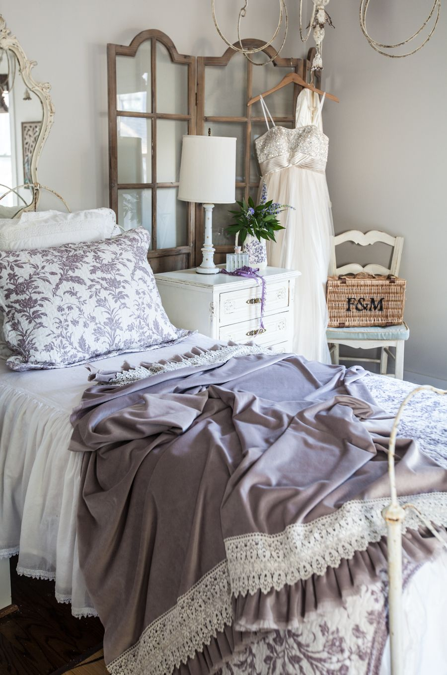 Adding Romance to Your Home | Farmhouse & country living | Chambre ...