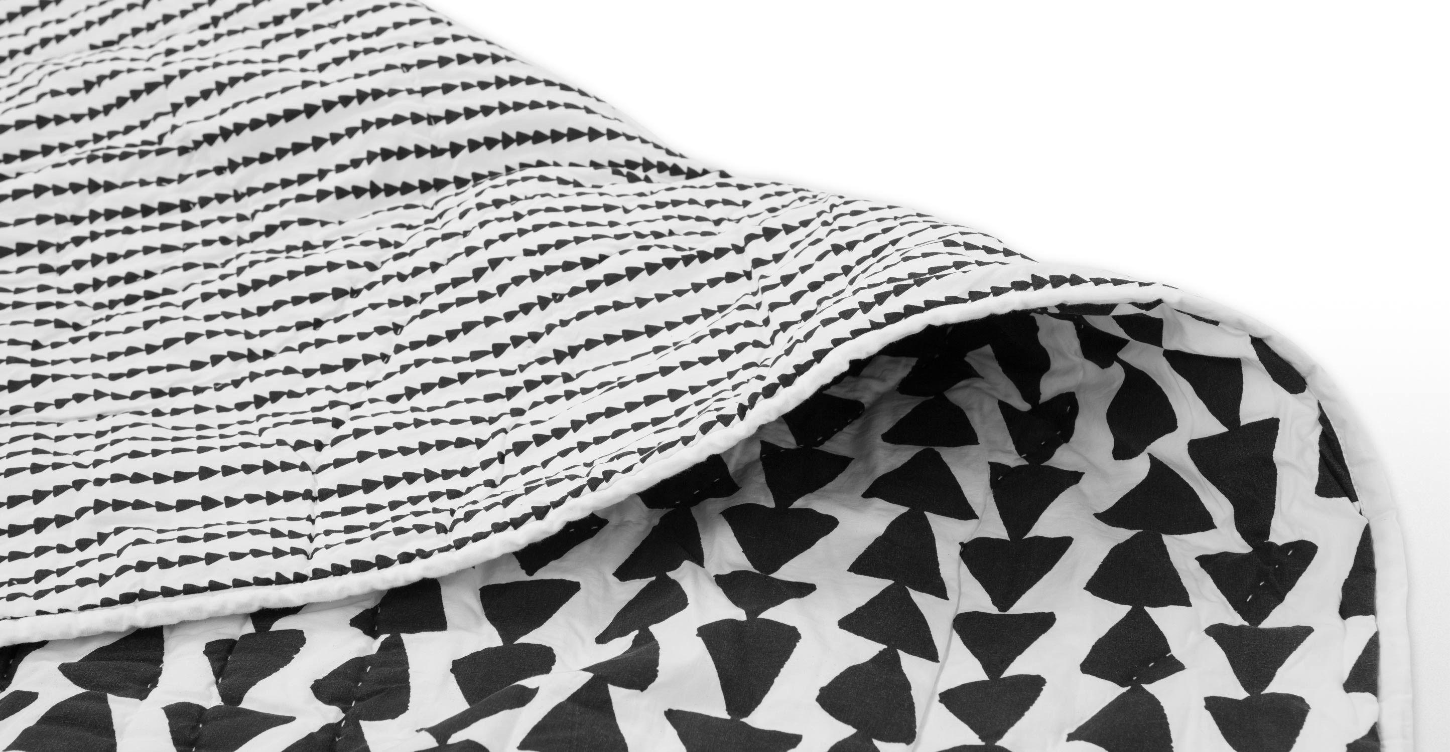 iso 180 x 130cm tagesdecke f r kinder schwarzwei stars kalle pinterest bed. Black Bedroom Furniture Sets. Home Design Ideas