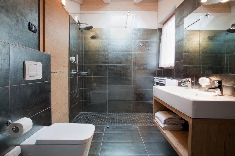 piastrelle nere bagno bagno casetta pinterest