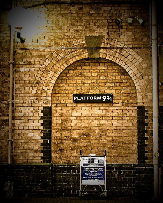 Harry Potters Platform 9 3 4 By Elaine Snyder Harry Potter Platform Harry Potter Kings Cross Station