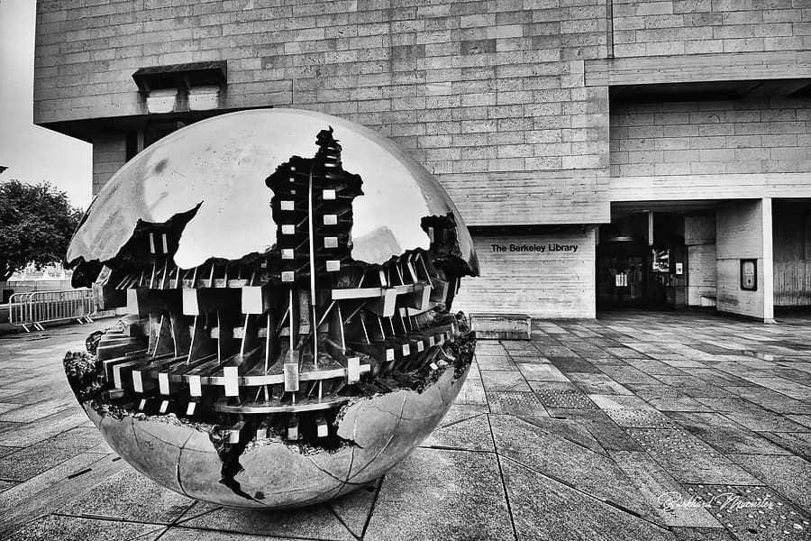 Just nominated for a black and white without description game for the next 10 days. #game #nomination #nominated #bw #blackwhite #dublin #trinitycollege #theberceleylibrary #sferaconsfera #sphereinsphere #arnaldopomodoro #coronatime #stayathome #fightagainstcorona #boring #justforfun #nodescription 😇 and last but not least #carlblechen